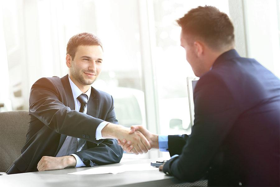 İş yerindeki zorlu konuşmaların üstesinden gelmenin 8 yolu