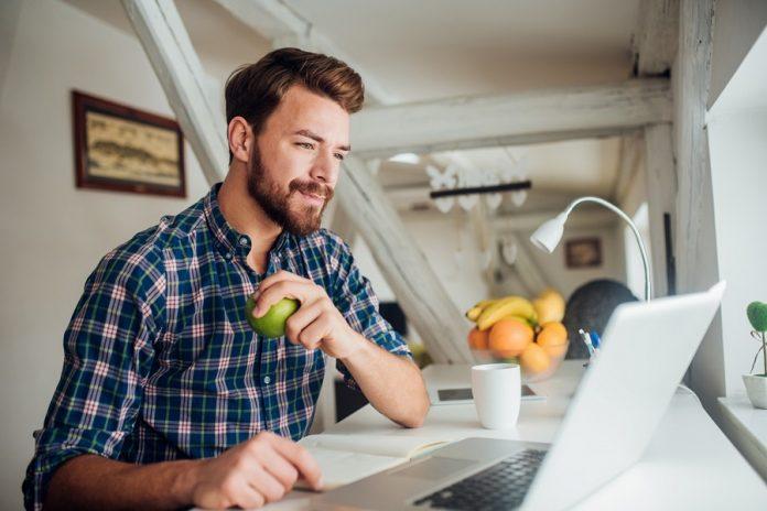Home office çalışırken sağlıklı beslenmek için 10 öneri